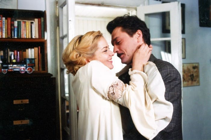 Марина Александрова и Александр Домогаров в сериале *Звезда эпохи*, 2005 | Фото: starhit.ru