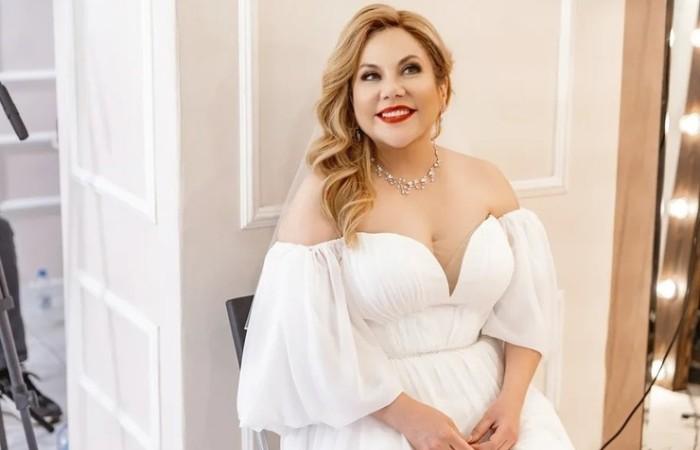 Артистка в свадебном платье   Фото: starhit.ru