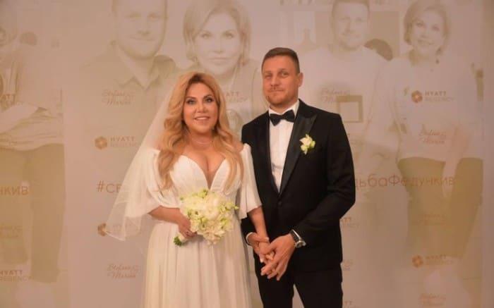 Актриса с мужем в день свадьбы и своего 50-летия   Фото: starhit.ru