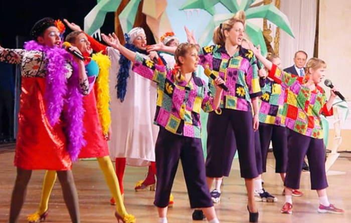 Марина с командой КВН   Фото: starhit.ru