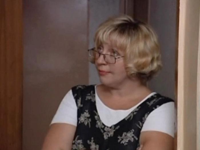 Марина Голуб в фильме *На углу у Патриарших-2*, 2001 | Фото: kino-teatr.ru