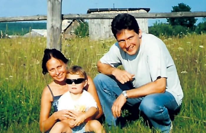 Марина Хлебникова и Михаил Майданич с дочерью | Фото: 24smi.org