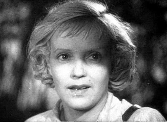 Марина Ладынина в фильме *Секретарь райкома*, 1942 | Фото: kino-teatr.ru