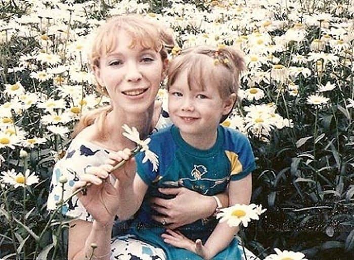 Актриса Марина Левтова с дочерью Дарьей   Фото: vmireteatra.ru