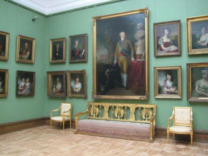 Зал Третьяковской галереи, в которой хранится портрет Марии Лопухиной