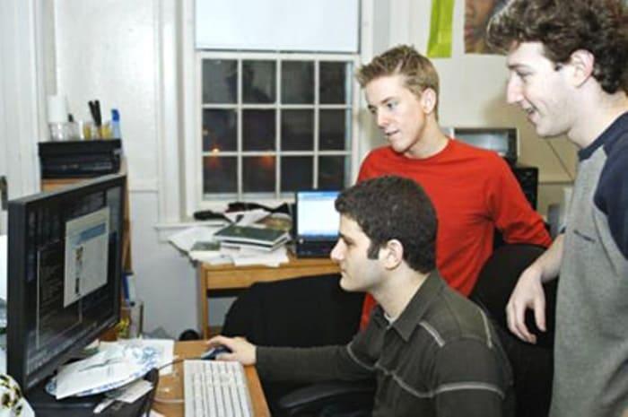 Марк Цукерберг, Дастин Московитс и Крис Хьюз – сооснователи сети Facebook | Фото: besage.ru
