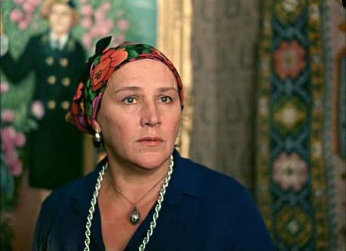 Нонна Мордюкова в фильме *Вокзал для двоих*, 1982 | Фото: kino-teatr.ru
