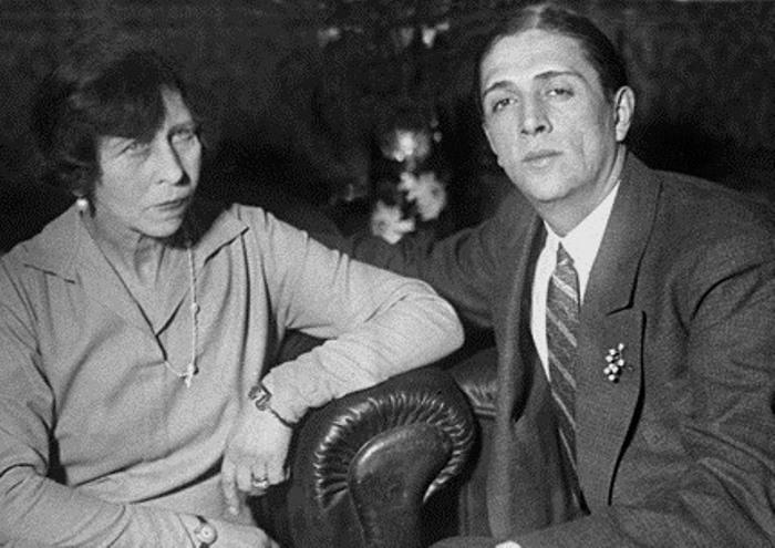 Принцесса Виктория цу Шаумбург-Липпе с мужем, Александром Зубковым, 1927 | Фото: ggpht.com