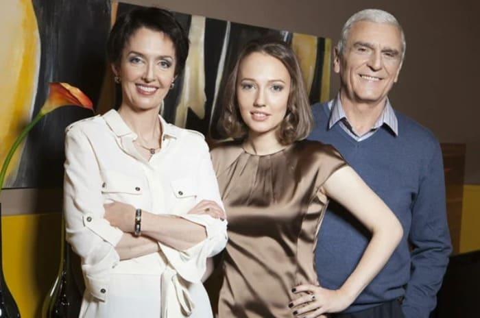 Актриса с мужем и дочерью | Фото: veasy.ru