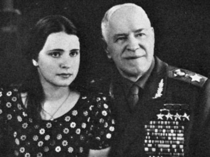 Георгий Жуков с дочерью Марией, 1973 | Фото: liveinternet.ru