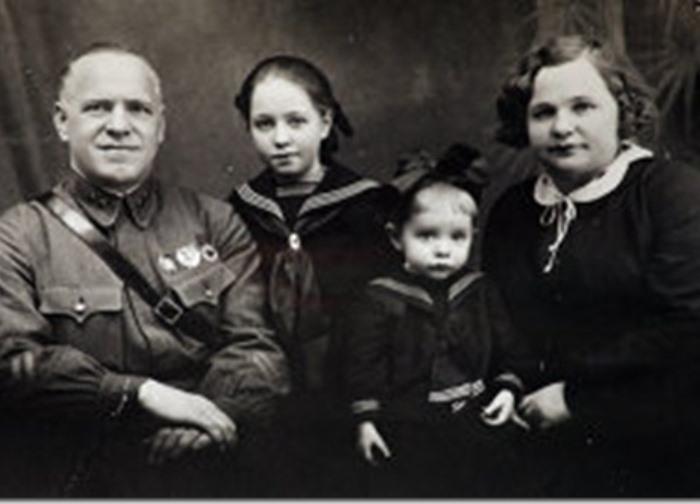 Маршал Жуков с семьей | Фото: liveinternet.ru