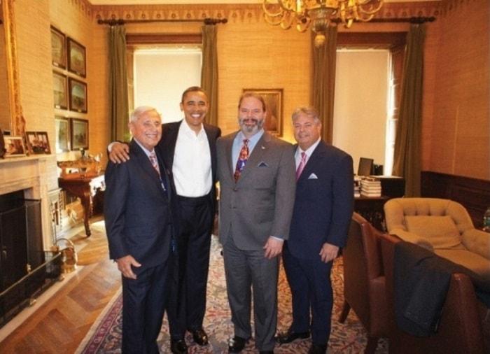 Барак Обама и Мартин Гринфилд с сыновьями | Фото: mgreenfield.com
