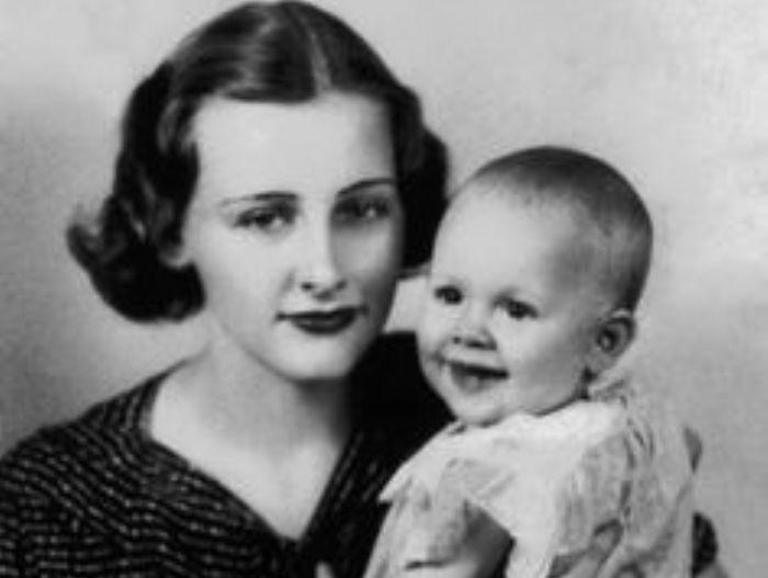 Мэри с сыном   Фото: myrouble.ru