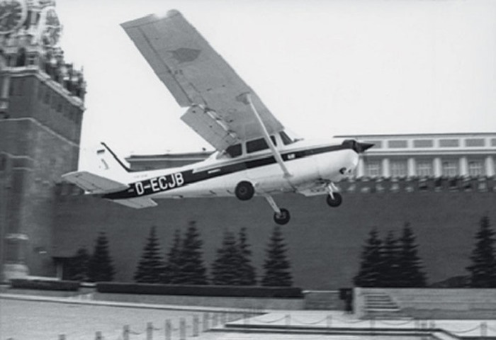 Самолет Матиаса Руста на Красной площади | Фото: avia.pro