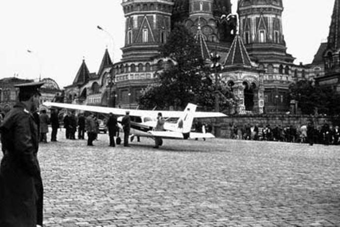 Самолет Матиаса Руста на Красной площади | mediaspy.ru