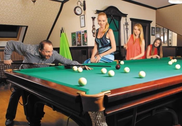 Максим Дунаевский с женой Мариной и дочерьми Полиной и Машей | Фото: tele.ru