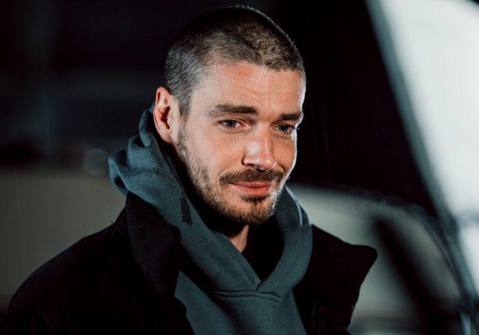 Актер на съемках сериала *Триггер-2*, 2021 | Фото: kino-teatr.ru