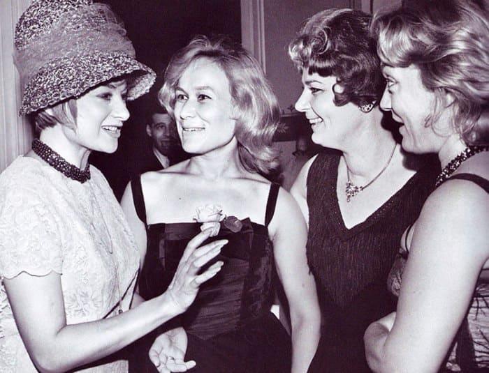 Майя Булгакова с зарубежными актрисами, 1961 | Фото: vokrug.tv