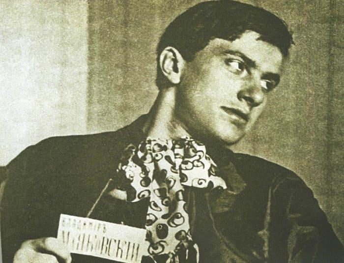 Великий поэт и не менее великий бильярдист Владимир Маяковский | Фото: asaartgallery.ru
