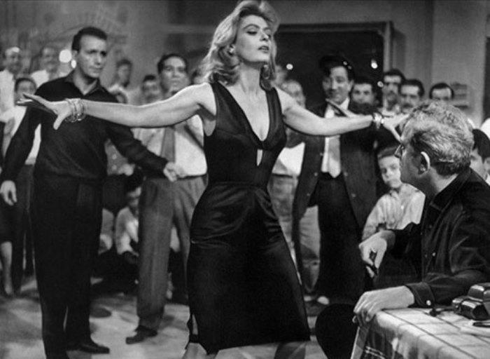 Кадр из фильма *Никогда в воскресенье*, 1960 | Фото: ilovegreece.ru