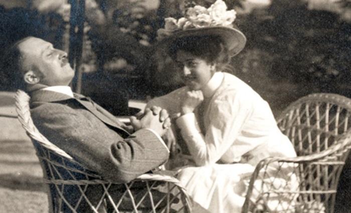 Мерседес с мужем | Фото: mercedes-benz.com.vn
