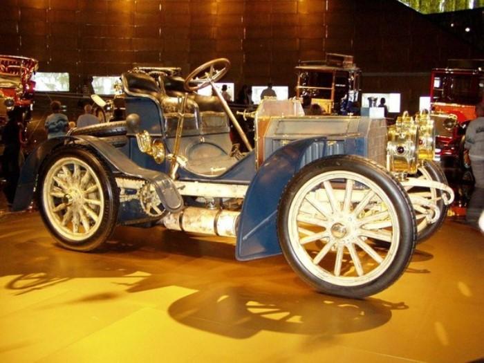 Первый серийный автомобиль | Фото: lifecity.com.ua