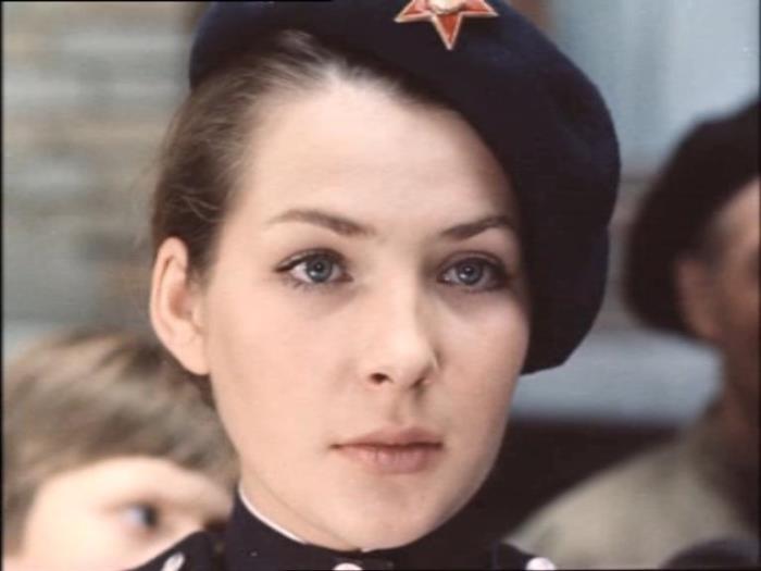 Наталья Данилова в роли сержанта Синичкиной   Фото: kino-teatr.ru