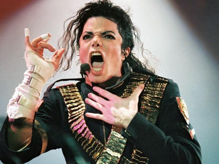 Майкл Джексон во время мирового турне *Dangerous*, 1993 | Фото: michaeljackson.ru