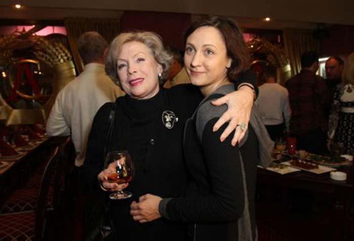 Дарья Дроздовская с крестной матерью, Аллой Будницкой | Фото: stuki-druki.com