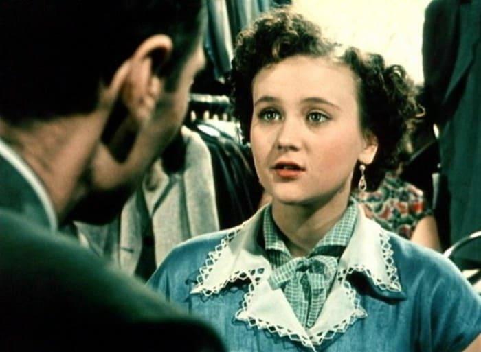 Кадр из фильма *За витриной универмага*, 1955 | Фото: kino-teatr.ru