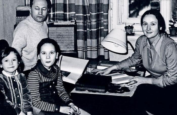 Актриса с семьей | Фото: 7days.ru