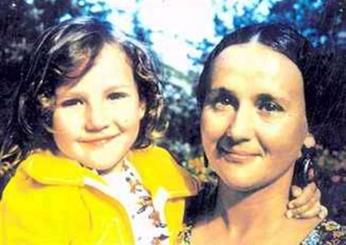 Микаэла Дроздовская с дочерью | Фото: kino-teatr.ru