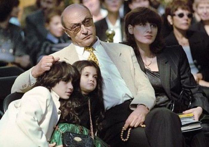 Актер с Анной Ямпольской и детьми | Фото: uznayvse.ru