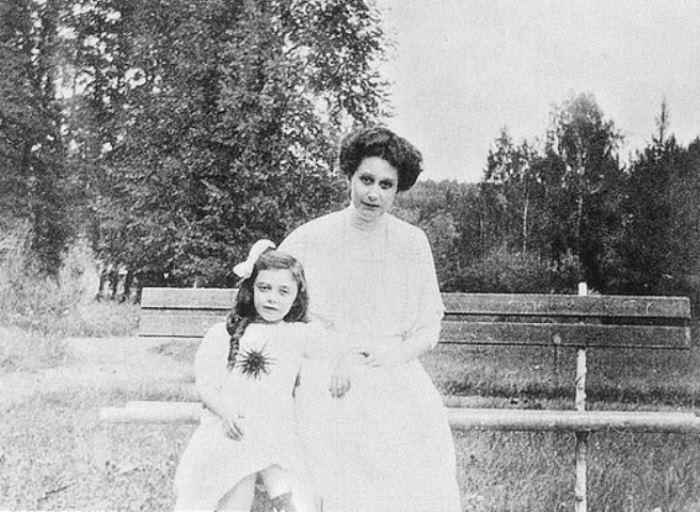Графиня Наталья Брасова с дочерью | Фото: liveinternet.ru