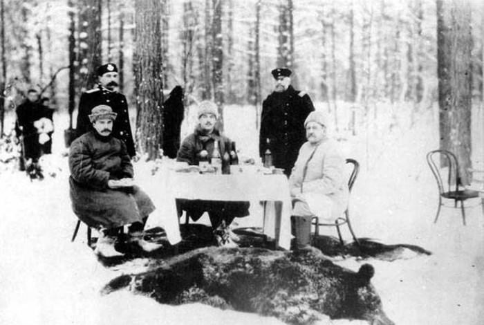Великий князь Михаил (в центре) на охоте в брасовском имении, 1910 | Фото: conf.gorkilib.ru