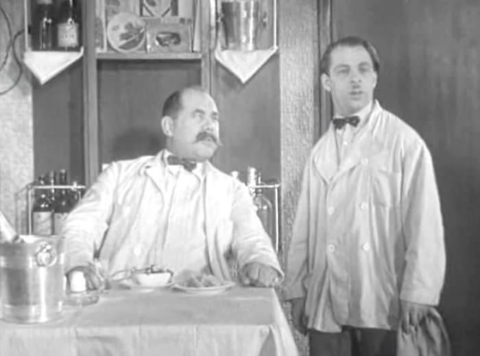 Михаил Румянцев (справа) в фильме *Девушка с характером*, 1939 | Фото: kino-teatr.ru