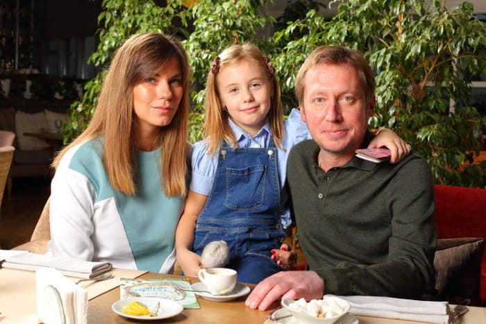 Михаил Трухин с женой Анной и дочерью Софией   Фото: starhit.ru