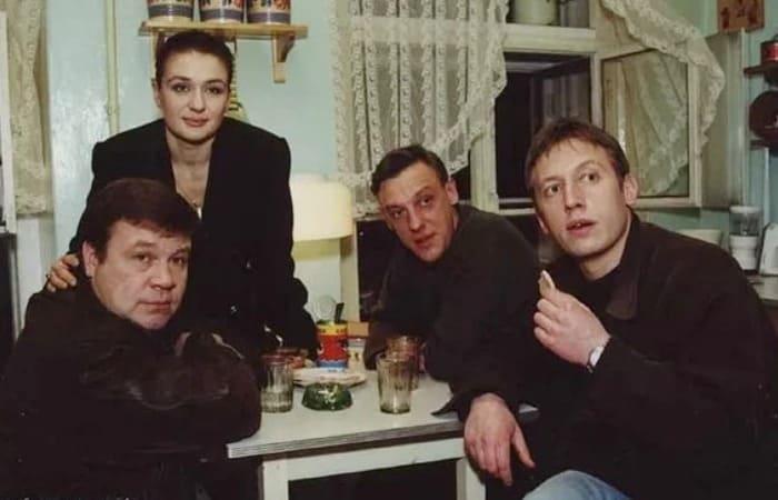 Главные герои сериала *Улицы разбитых фонарей*   Фото: veasy.ru