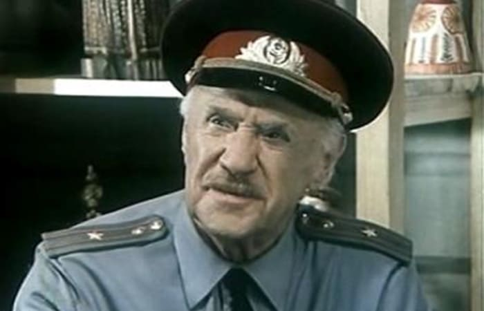 Михаил Жаров в роли Анискина в фильме *И снова Анискин*, 1977 | Фото: kino-teatr.ru