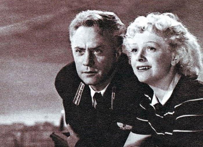 Кадр из фильма *Воздушный извозчик*, 1943 | Фото: kino-teatr.ru