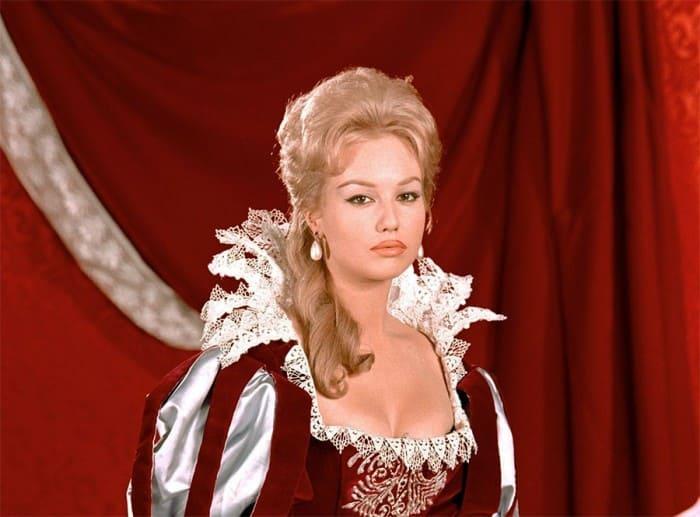 Милен Демонжо в роли Миледи, 1961 | Фото: dubikvit.livejournal.com