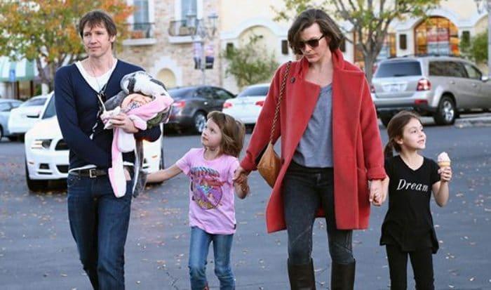 Актриса с третьим мужем и детьми   Фото: uznayvse.ru