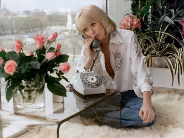 Мирей Дарк в фильме *Розовый телефон*, 1975 | Фото: kino-teatr.ru