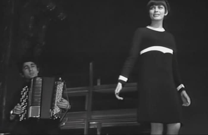 Певица на сцене | Фото: kino-teatr.ru