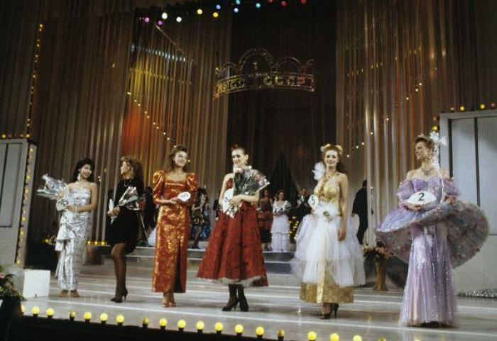 Участницы конкурса в концертном зале *Россия* | Фото: history.mirtesen.ru
