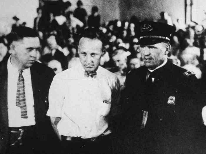 Джон Скоупс (в центре) на суде, 1925 г. | Фото: npr.org