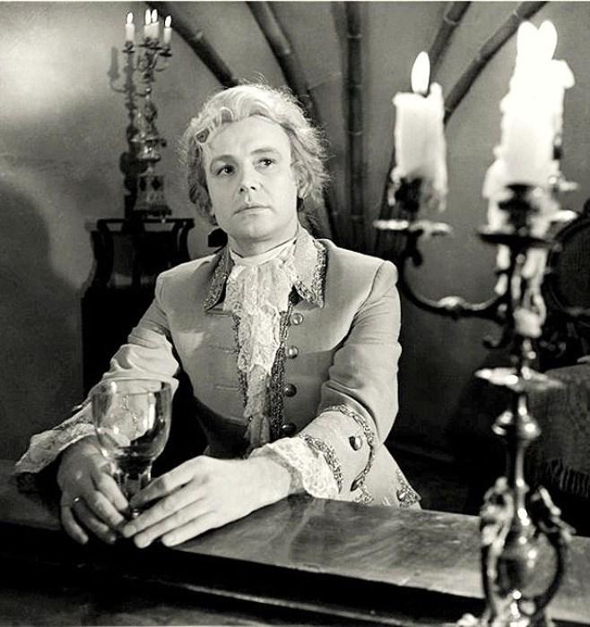 И. Смоктуновский в роли Моцарта. Кадр из фильма *Моцарт и Сальери*, 1962