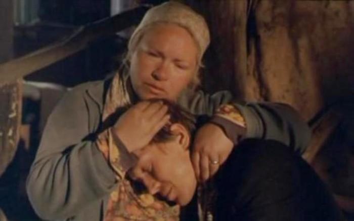 Нина Усатова и Евгений Миронов в фильме *Мусульманин*, 1995 | Фото: afisha.ru