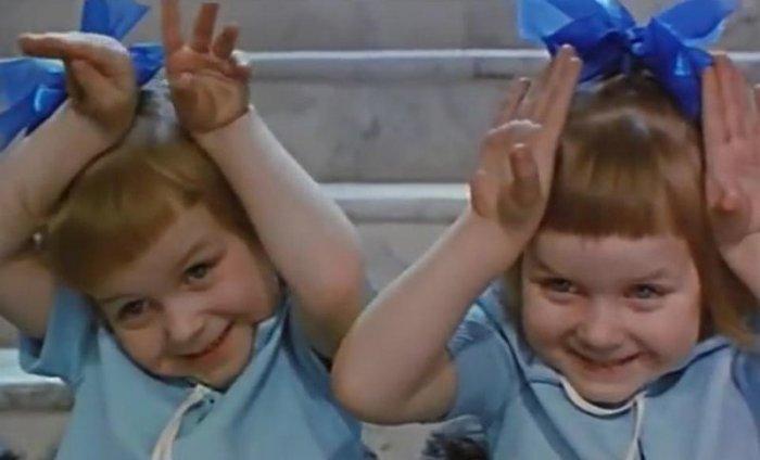 Близняшки Таня и Наташа Томышевы в фильме *Усатый нянь*, 1977 | Фото: kino.rambler.ru