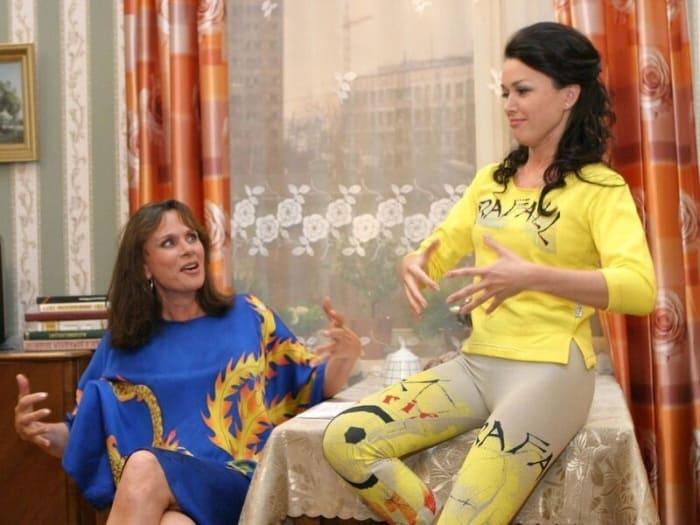 Любовь Полищук и Анастасия Заворотнюк в сериале *Моя прекрасная няня* | Фото: vokrug.tv